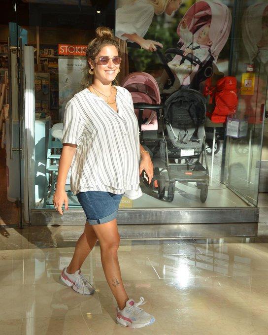 هازال كايا تتسوق من أجل طفلها