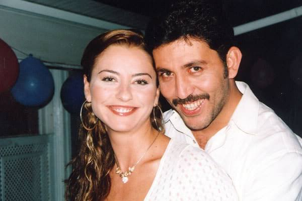 مع زوجها وحب عمرها