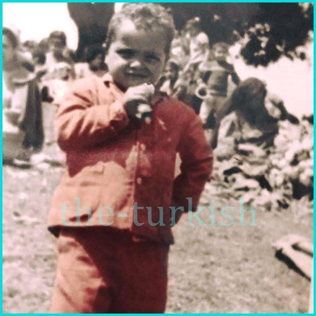 محمد هنيدي وهو طفل
